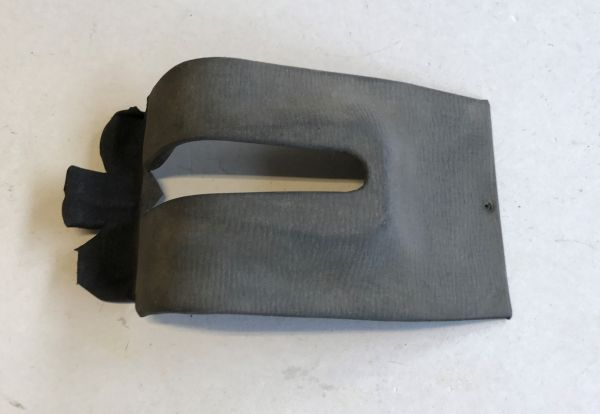 Cover under Handbrake Lever / Verkleidung unter Handbremshebel