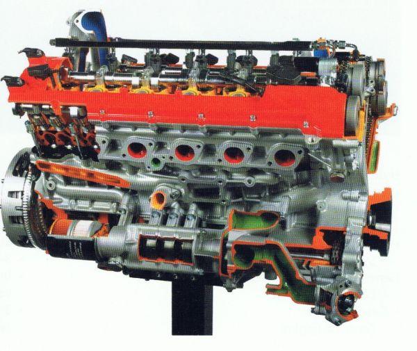 V 12 Cut-Away-Model / V 12 Schnittmodell