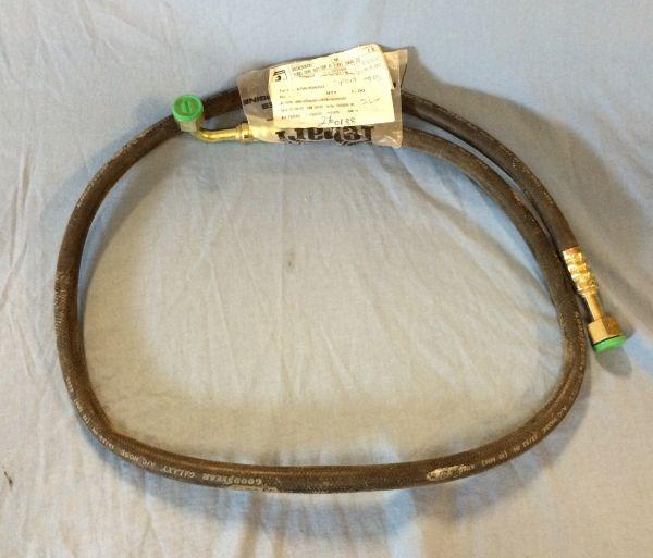 Pipe to Condenser / Leitung zum Kondensator
