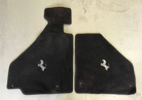 Pair of Floormats / Paar Fußmatten