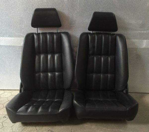 Pair of Seats / Paar Sitze