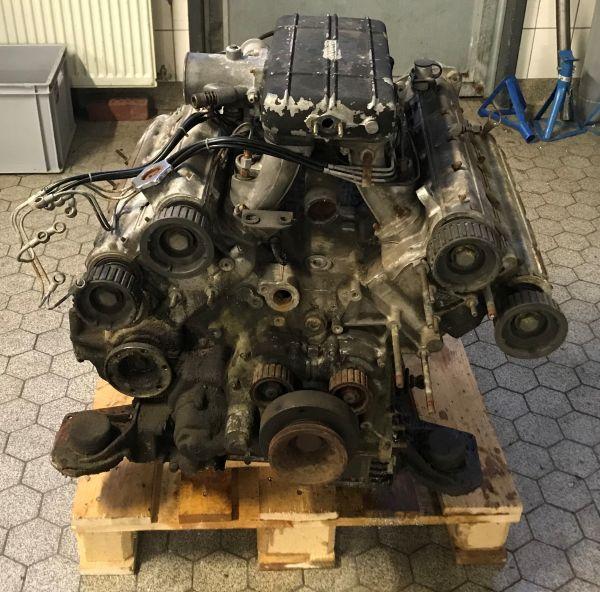 F106B - Engine and Gearbox / Motor und Getriebe