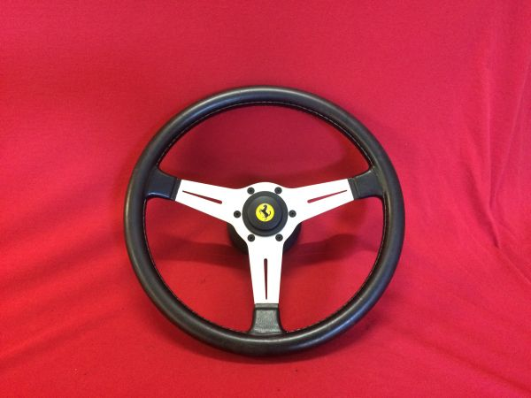 Nardi Steering Wheel with Hub and Horn Button / Nardi Lenkrad mit Nabe und Hupknopf
