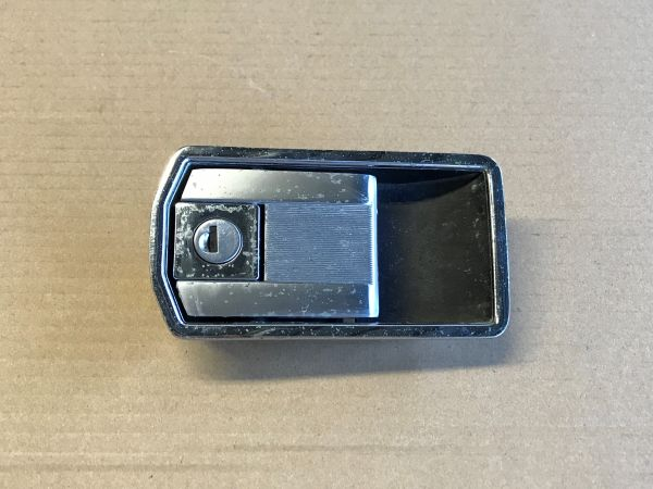 Outer Door Handle with Lock - right / Türgriff aussen mit Schloss - rechts