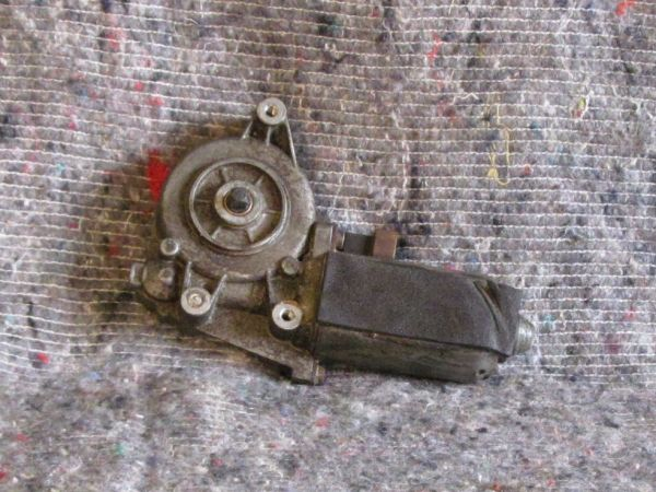 Glass Lifting Motor and Gear - left / FH Motor mit Getriebe - links