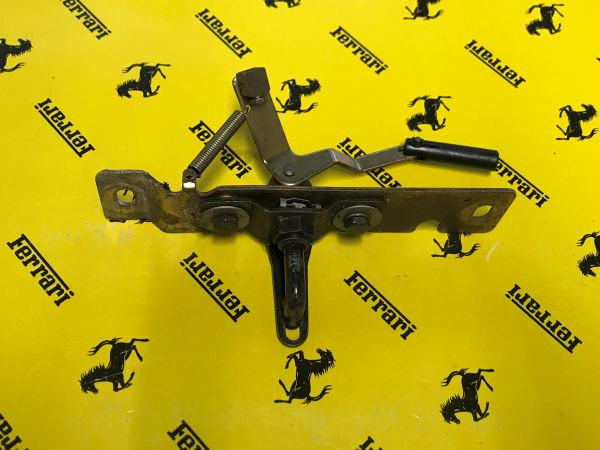 Rear Bonnet Catch / Heckdeckel Schlossfalle