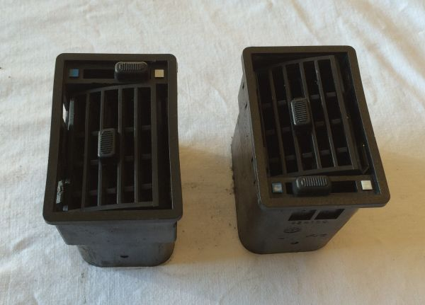 Pair of Air Outlets (L&R) / Satz Luftdüsen (L&R)